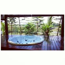 country hotel private jacuzzi facing the highway