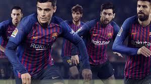Бускетс, Коутиньо, Роберто, Пике и еще какой-то парень представили джерси  «Барсы» на сезон-2018/19 - Eurosport