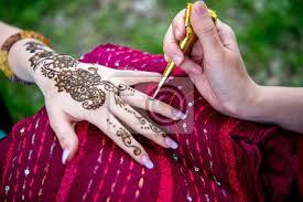 Fototapeta Obrázek Lidské Ruky Jsou Vyzdobeny Tetování Hennou Mehendi