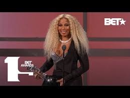 """<b>Mary J</b>. <b>Blige</b> Performs """"My Life,"""" Real Love,"""" & More In ICONIC ..."""