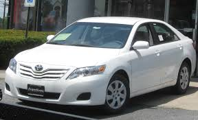 File:2010 Toyota Camry LE -- 07-01-2009.jpg - Wikimedia Commons
