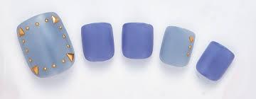 夏のペディキュアセルフで簡単赤やブルーの単色夏っぽいフット