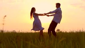 woman man dancing romantic ile ilgili görsel sonucu