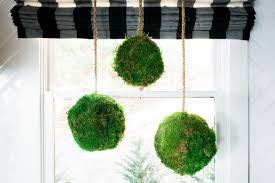 Decorating With Moss Balls How to Make Hanging Topiary Spheres Out of Moss howtos DIY 67