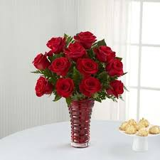 the ftd in love with red roses bouquet 16 v1r
