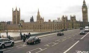 Правила поведения в Великобритании Традиции и обычаи Великобритании Если вы привыкли к правостороннему движению не забудьте посмотреть и в другом направлении когда пересекаете дорогу