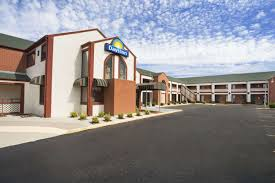 Days Inn Wichita West Near Airport Wichita Hotels KS - Mid america exteriors wichita ks