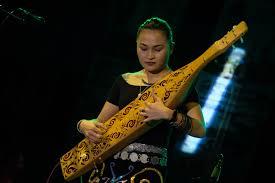 Biasanya masing masing daerah mempunyai kebudayaan dan kesenian yang khas. Indonesia Go Id Dentingan Sape Meremukkan Tulang Belulang