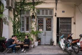 Về thiết kế của blackbird coffee, quán có 1 tầng trệt và 1 tầng lửng với tông màu cam chủ đạo. A Coffee Drinker S Guide To Hanoi Vietnam
