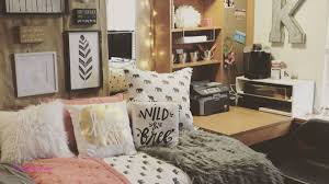 college bedroom wall decorating ideas beautiful inspiration love the diffe elements used from the throws to