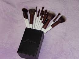 as i mentioned earlier the firma beauty brush set includes 12 makeup brushes and they e packaged in a magnetic brush case there are 5 face brushes and