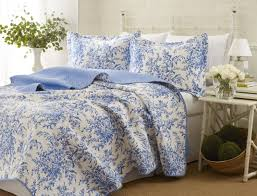 blue toile quilts