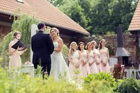 Jak Zajistit Aby Se Vaše Družičky Na Svatbě Cítily Skvěle