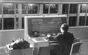 История создания компьютера В нашей стране первая ЭВМ была создана в 1951 году Называлась она МЭСМ малая электронная счетная машина Конструктором МЭСМ был Сергей Алексеевич Лебедев
