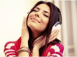 Ada banyak fungsi musik, seperti hiburan, ekspresi diri, alasan bisnis dan ekonomi, upacara dan ritual, menenangkan hati, mediasi, dan sebagainya. 12 Fungsi Musik Secara Umum Nggak Cuma Buat Hiburan Doang Lifestyle Liputan6 Com