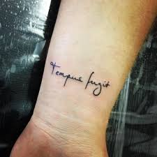 татуировки для девушек надписи на русском языке татуировки для