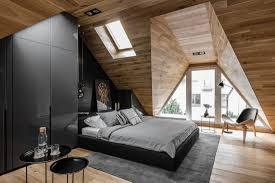 Bedroom:Simple Small Attic Design With King Sized Bed And Carpeted Floor  Also Seating Area
