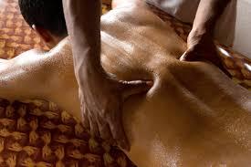 Resultado de imagem para massagem ayurvédica