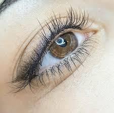 татуаж век стрелки с растушевкой в студии перманентного макияжа