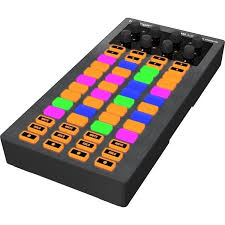 <b>DJ контроллер Behringer CMD</b> LC-1