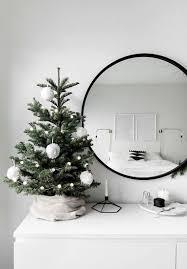 75 Minimalist Current Christmas Tree Decor Ideas