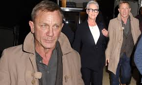 Daniel Craig and Jamie Lee Curtis promote their upcoming film Knives Out at  Q&A in NYC