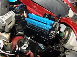 sparky s answers 2009 toyota camry changing the multi fuse block once that nut and harness assembly was out of the way that multi fuse link assembly can be simply pulled out of the fuse box i was hoping it would allow