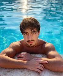 Alessandro Cavallo biografia: chi è, età, altezza, peso, tatuaggi,  fidanzata, Instagram e vita privata - Spettegolando