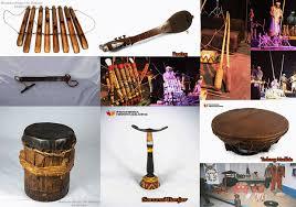 Selain alat musik ningnong tehyan juga merupakan alat musik tradisional yang berasal dari betawi atau jakarta yang dimainkan dengan cara digesek pada bagian bawahnya. Alat Musik Adat Betawi Vtwctr