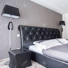 Mit Lederkopfstütze In Luxus Schlafzimmer Bett Lizenzfreie Fotos