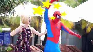 Phim hoạt hình siêu nhân người nhện và nữ hoàng băng giá hóa trang!Siêu nhân