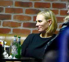 Zara anne elizabeth tindall mbe (née phillips; Zara Tindall And Strictly Come Dancing Friends Let Their Hair Down With A Few Beers Mirror Online