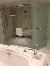 waldorf astoria dubai palm jumeirah bathroom