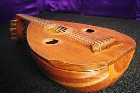 Gambus adalah salah satu alat musik yang masuk kewilayah nusantara melalui pedagang dari timur tengah yang melakukan perdagangan ataupun dakwah di wilayah nusantara. 20 Alat Musik Tradisional Serta Asal Daerahnya Kwikku