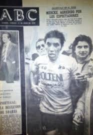 Resultado de imagem para foto da agressão a eddy merckx no tour de 1975