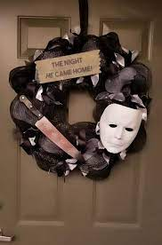 Michael Myers Wreath https://www.etsy.com/shop/HomespunFlare | Scary  halloween wreath, Halloween crafts, Diy halloween decorations