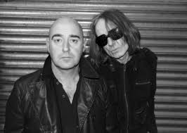 bonehead says liam gallagher s tweets may have just been to mark the bandmates trip to the pub nme