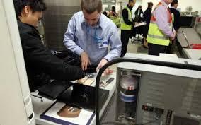 cate bagaje de mana ai voie in avion