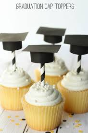 Graduation Hat Toppers And Straws Crafts And Diy Graduation