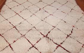 ivory background vintage moroccan berber rug 47901 field nazmiyal