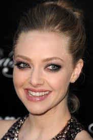 i just stumbled upon this picture of amanda seyfried from the los angeles premiere of lovelace back in august and i haven t been able to get it out of my