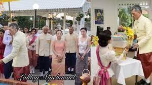 สมเด็จพระราชินี และเจ้าคุณพระสินีนาฎ ในชุดไทยย้อนยุคสมัยร.5 อันงดงาม  งานอุ่นไอรัก - YouTube