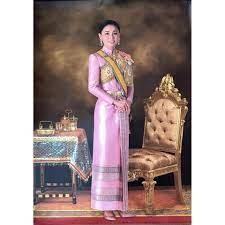 รูปภาพมงคลพระราชินี ร.10 บูชา เสริมฮวงจุ้ย ภาพแต่งบ้าน  รูปภาพติดผนังมอบเป็นของขวัญที่ระลึก ขนาดภาพ 15x21นิ้ว หรือ ( 38cm