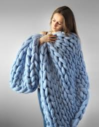 Extremely Chunky Knits By Anna Mo Look Like They're Knit By Giants ... & giant-super-chunky-wool-knitwear-blankets-anna-mo- Adamdwight.com