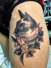 татуировка на бедре у девушки кошка фото рисунки эскизы