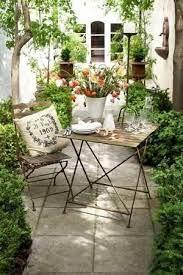 small courtyard gardens backyard