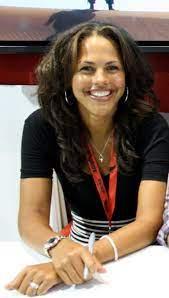 Lenora Crichlow - Wikipedia