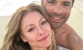 Kelly Ripa updates fans during family ...