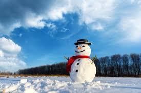 Śnieżnobiały bałwan w czarnym kapeluszu - Hotel Sułkowski