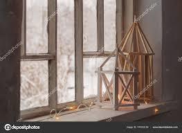 Hölzerne Laterne Auf Fensterbank Auf Hintergrund Winterlandschaft